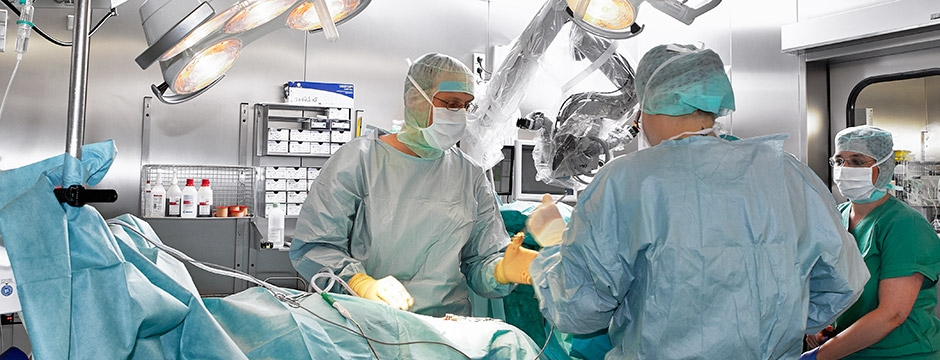 Dr Lühn operiert